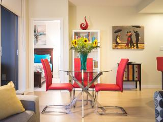 Colourful Comfy Condo - 2 Bed 2 Bath Downtown, Victoria