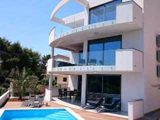 Villa Sunrise Premantura with pool & sea view