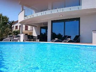 Villa Sunrise Premantura with pool & sea view