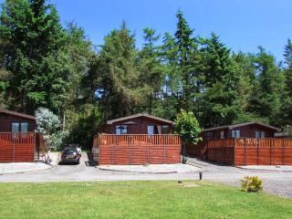 KINGFISHER LODGE, detached, enclosed decking, basic Sky TV, near Bridgnorth, Ref