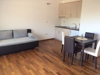Delic  Apartments, Drvenik