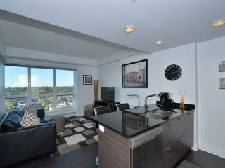 Modern Sub-penthouse Condo w/ Amazing Views!!!