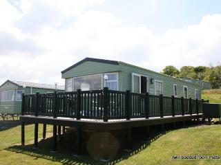 LAKEVIEW is our 8berth family owned caravan