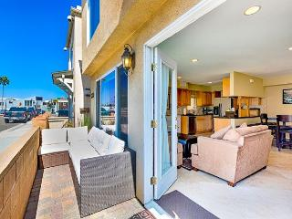 Rare 3BR House W/ AC! - Steps Away From The Beach, Restaurants and Bay, Newport Beach