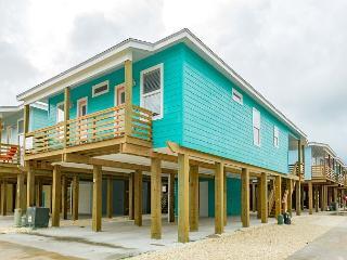 4BR/3BA Brand-New Port A Stilt House Right in Town – Sleeps 12, Port Aransas