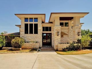4BR/3.5BA Luxury Home in Hill Country, Panoramic Views, Sleeps 8, Leander