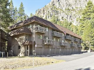 Skier & Hiker's Dream 2BR Condo in Squaw Valley - Walk to Tram & Village
