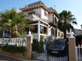 Villa with pool, wifi, beaches, golf (sleeps 6), Villamartín