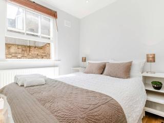 Chic Notting Hill Apartment, London