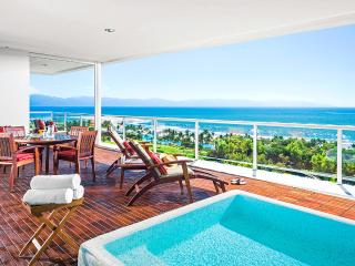 Private deck with plunge pool