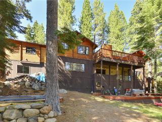 Tahoe City Getaway *Hot Tub, Pet Friendly Trampoline!