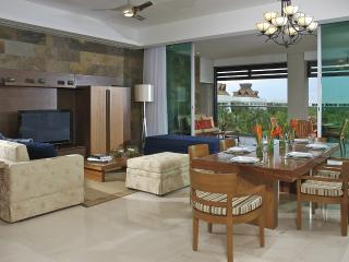 Grand Luxxe Cancun Riviera Maya 2BR/2.5BA Villa, Playa del Carmen