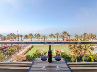 Stunning Views over the Palma Bay. Beach location.