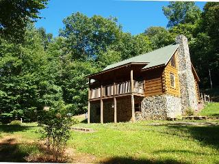 Beautiful Log Cabin with WiFi, Fire Pit and Close to the New River!, Warrensville