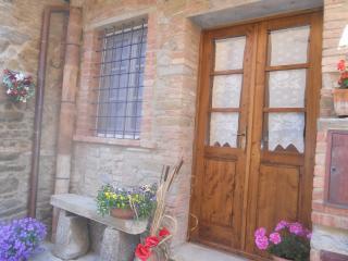 CASA ANTICA in piccolo borgo medievale in toscana, Chianni