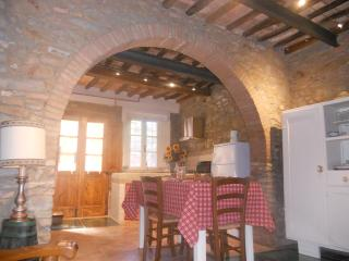 CASA ANTICA in piccolo borgo medievale in toscana