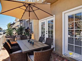 ROOFTOP RENDEZVOUS FURNISHED DECK w/ FIRE PIT- BEST DEAL Balboa ISLAND! PATIO
