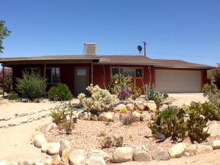Desert Modern Home - minutes from JTNP Entrance, Twentynine Palms