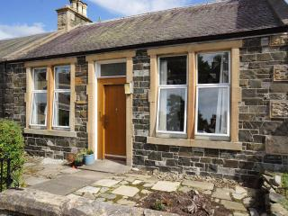 Dale Cottage, cosy cottage with private garden, Peebles