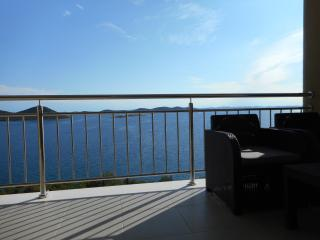 Apartment AP4 with beautiful view near the beach, Drage