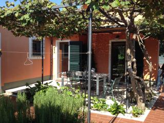Villetta indipendente con amplio giardino, Ameglia