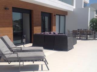 Luxury 3 bed apartment stunning Balcony over pool., Villamartin