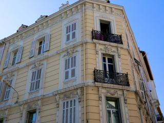 Beautiful Haussmann building air-conditioning AC high-ceilings 50m Rue d'Antibes, Cannes