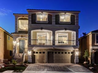 Stunning Luxury Home by STRIP 5BD (2Master Suites), Las Vegas
