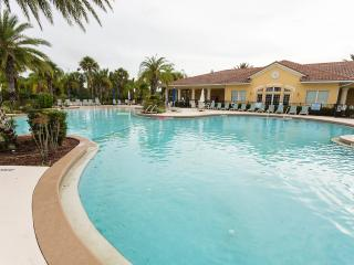 1.5 Miles to Disney, Luxury Villa at the Oakwater Resort, Kissimmee