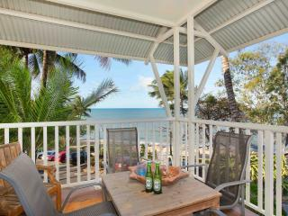 Trinity Beach Waterfront  - The Beach Shack 3BR