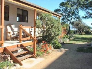 Alluvion Beach Cottage, Coles Bay