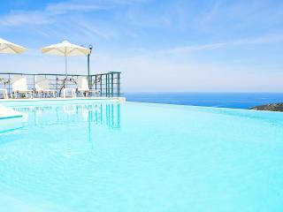 Villa Chrissi - Indoor and Outdoor Infinity Pool!