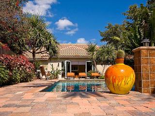 The Botanical Waterfront Paradise with a very private pool and a dock., Pompano Beach