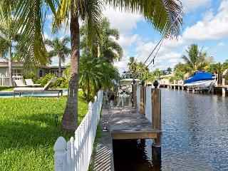 Newly Renovated House On The Water. Private Heated Pool and Espresso Machine!, Pompano Beach