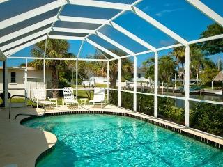 Paradise Found in Anna Maria - Canal/Pool Home