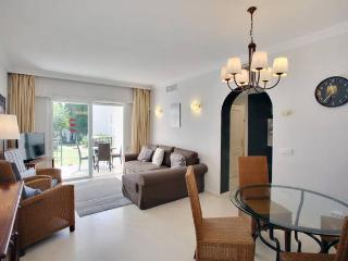 JAMES BOND'S BEACH APARTMENT:Free for dogs & kids!, Estepona