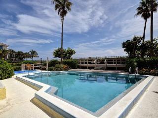 Luxurious Beachfront Condo - Walk to Everything