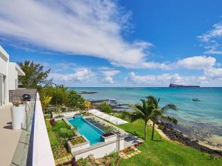 Myra Luxury Seafront Penthouse by Simply-Mauritius, Cap Malheureux