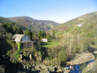 Casa rural a orillas del rio Bibei, Ourense Province