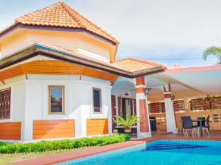 Momo Garden Villa in Pattaya & Walking Street
