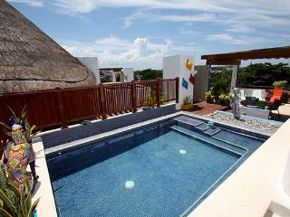 Large PH w Private Pool & Ocean Breeze - Wayak 302, Playa del Carmen