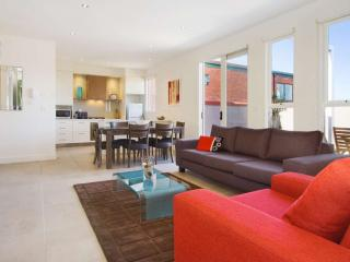 Luxury East St Kilda Executive Apartment  : 13/114a Westbury Close, St Kilda