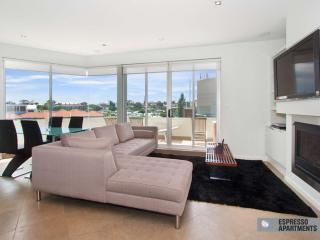 Luxury Executive Apartment Penthouse in St Kilda  : 33/23 Irwell Street, St