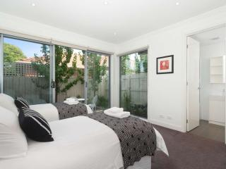 16/******* Hawthorn Road, Caulfield, Melbourne