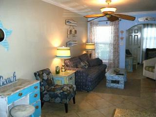 Cozy barefoot beach resort  vacation condo 3 beds, Indian Shores