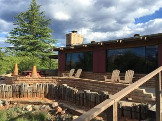 Chic Ranchero private with killer redrock views, Sedona