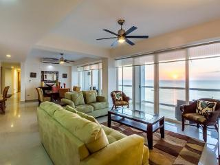 Casa Copernicus (C11) — Fantastic 11th Floor Ocean Views, Heated