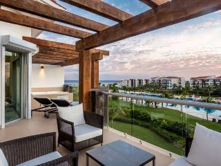 Condo Mareazul (336N) - A luxurous three-bedroom condo with private hot tub and balconies that overlook the ocean, Playa del Carmen
