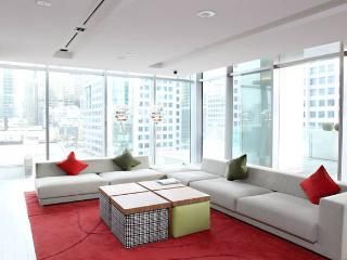 Luxury Celeb TIFF Condo A++ Location, Toronto
