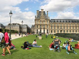 LUXURY 4BR EIFFEL VIEW  ~LOUVRE,MARAIS,NOTRE DAME, Paris